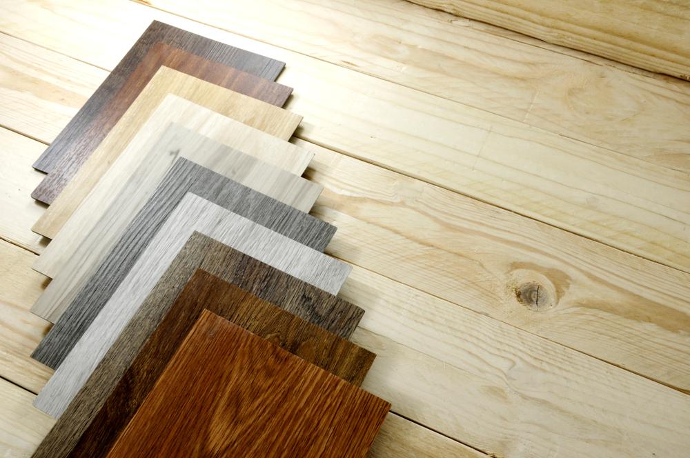 Laminat pa ne ponuja le izgleda masivnega lesa, ampak so danes možnosti izbire zelo široke.